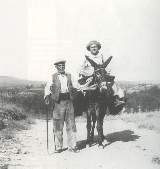 L'etnòleg Joan Amades en una de les missions
