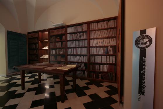 Sala de l'espai Univers Patxot a la Masia Mariona o es reprodueix el llegat del cançoner dipositat al monestir de Montserrat