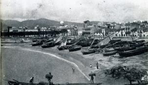Vista de Sant Feliu de Guíxols. La casa Patxot es distingeix per la cúpula de l'Observatori Català